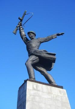 Бронзовый_солдат_на_Перемиловских_высотах