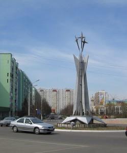 1024px-Круг_при_въезде_в_город
