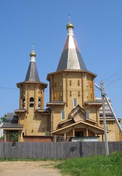 800px-Церковь_в_Лотошино