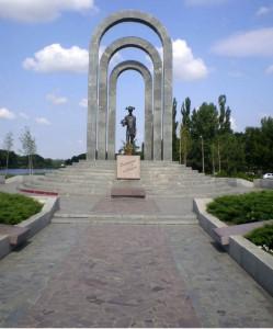 mass_grave_memorial_04